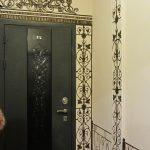 Оформление двери в коридоре
