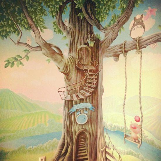 роспись в детской с деревом